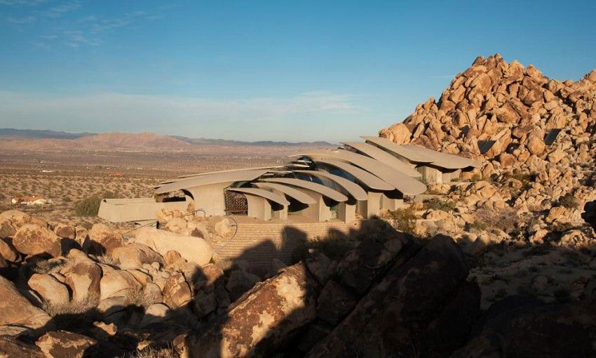 Beautiful homes surrounded by desert and mountains for Architecture organique