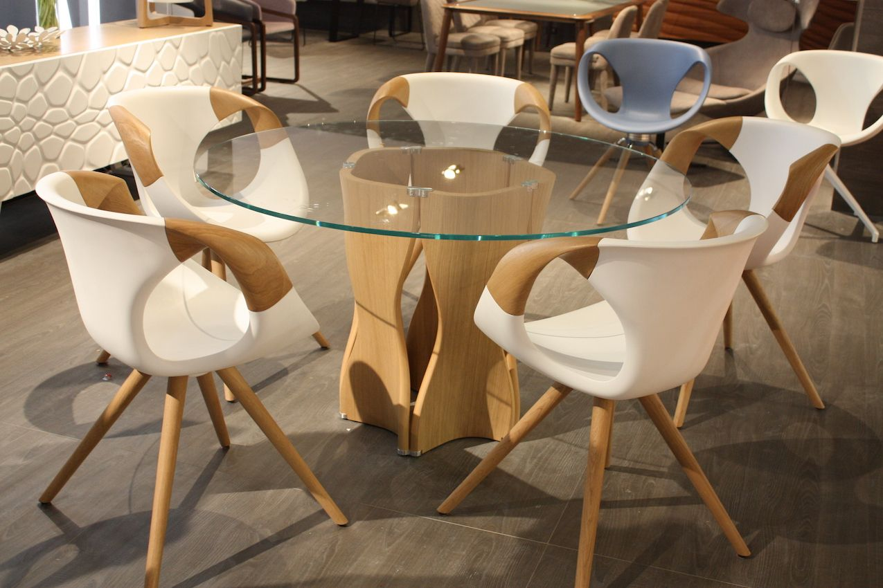 While The Base Of This Dining Table Is Beautiful The Dining Chairs In This  Set By