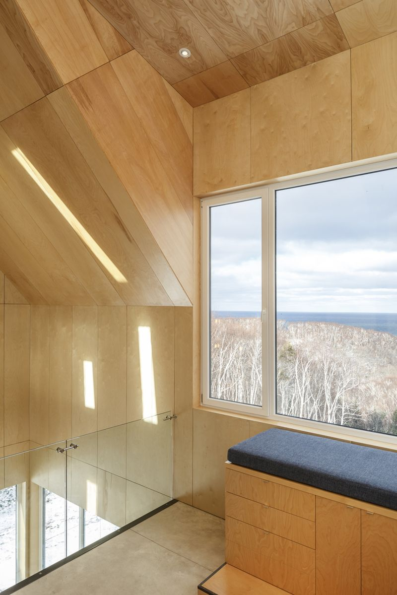Tower cabin in Canada top floor view