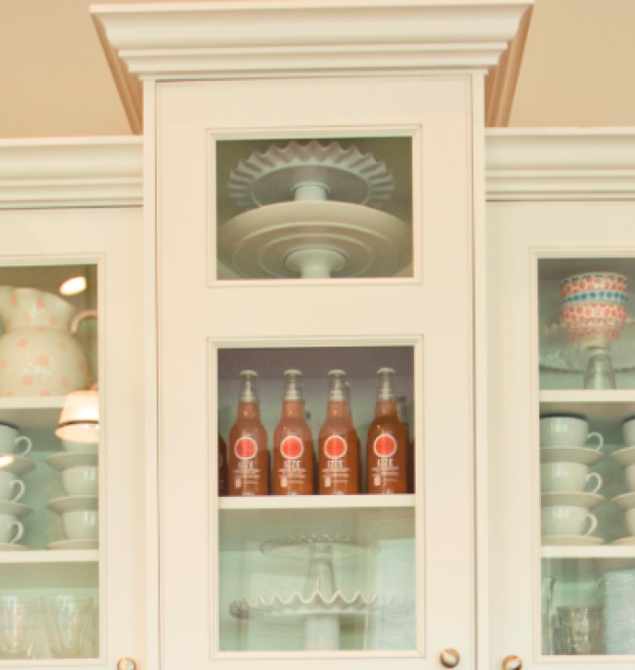 china cabinet Use Beverages As Decoration