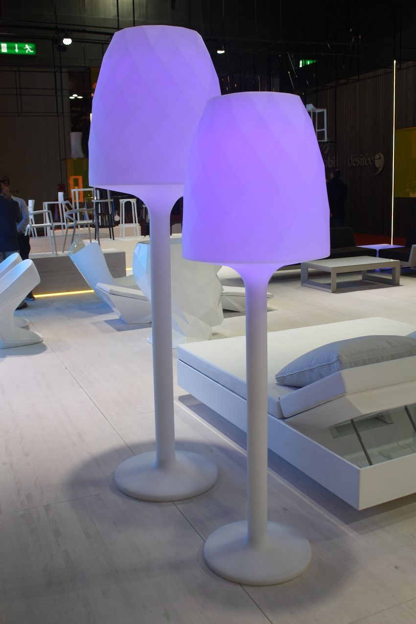 These Vases Monoblock lamps from Vondom are also white by day but when lit up, create a modern, clubby atmosphere on your patio or deck.