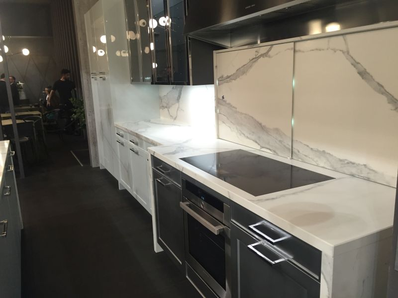 White marble kitchen backsplash