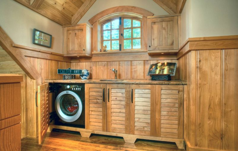 Wood laundry room design