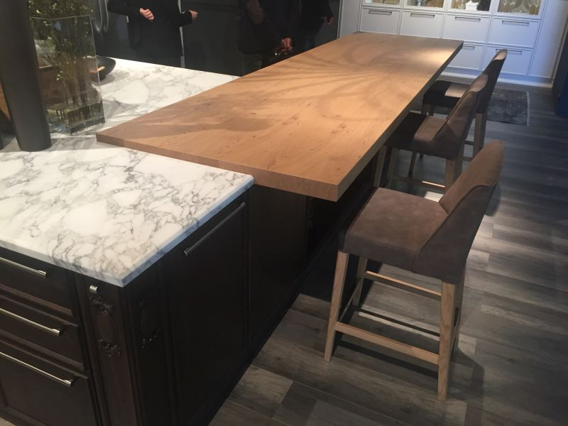marble and wood a perfect mix for kitchen
