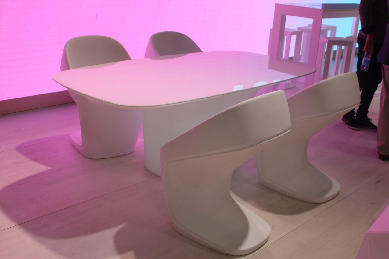 Even your outdoor dining set can have an edgy feel. This bright white set has a rounded table and unique chairs. The back curve of the chair is a bit like a Lady Gaga platform shoe.
