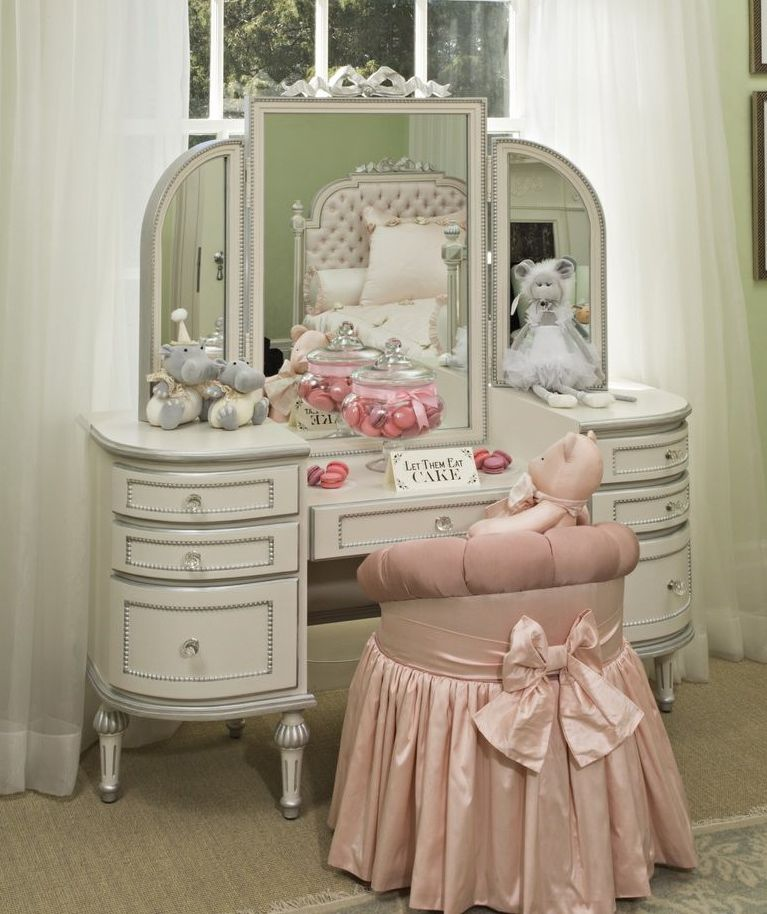 "In a nod to ""Alice in Wonderland,"" the decor of this this vanity is perfect for a little girl or a teen."