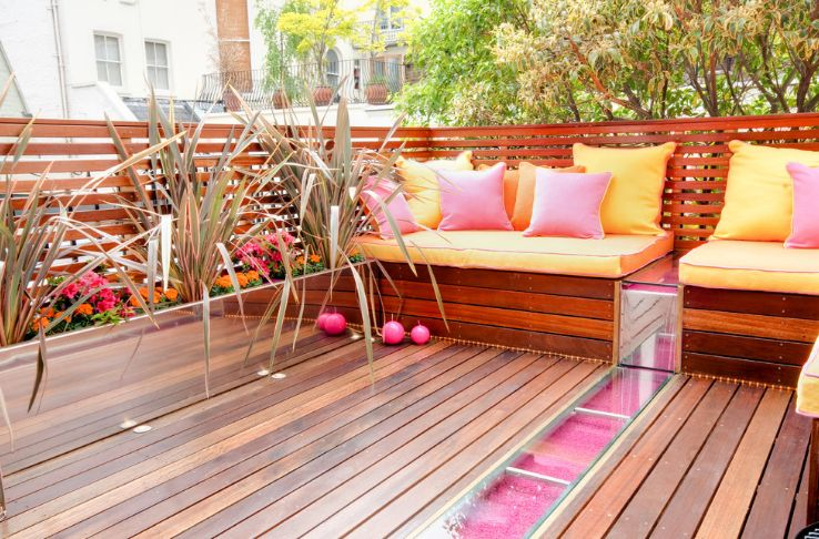 A set of metal planters can also add a nice touch to a terrace or balcony