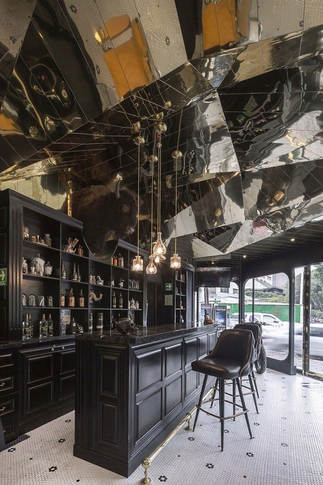 Barberia Royal by ROW Studio impressive ceiling