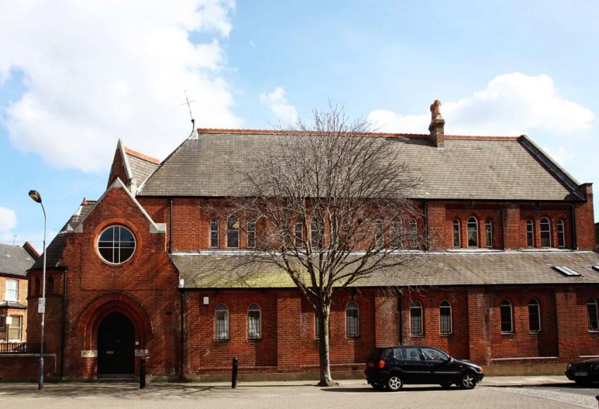 教堂转换到伦敦的房子里