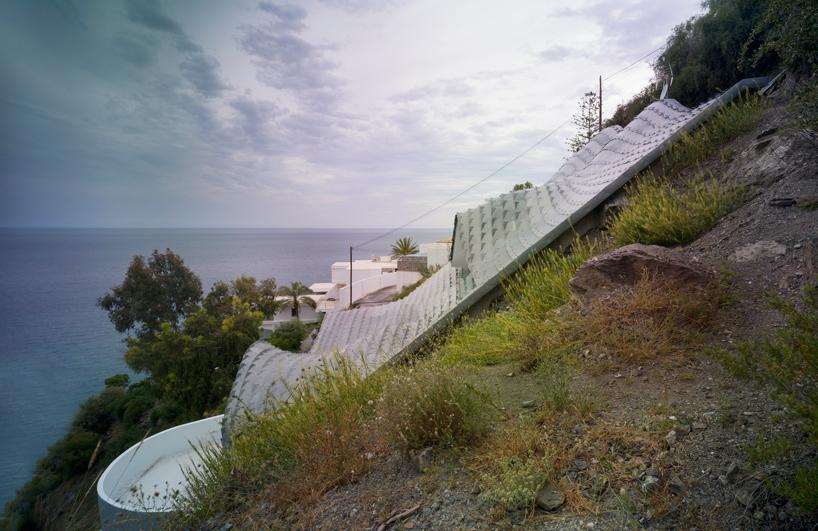峭壁屋顶房子角度视图
