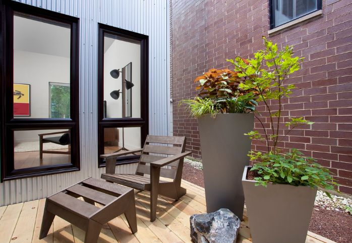 A lot of modern and contemporary terraces feature oversized porcelain planters