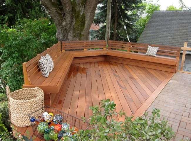 This is another example of a bench designed to outline the deck