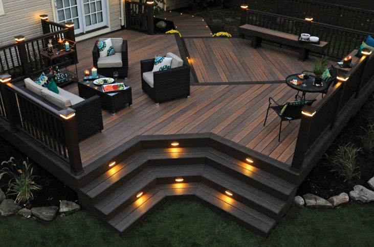 Another important aspect linked to the design and ambiance is the lighting on the deck