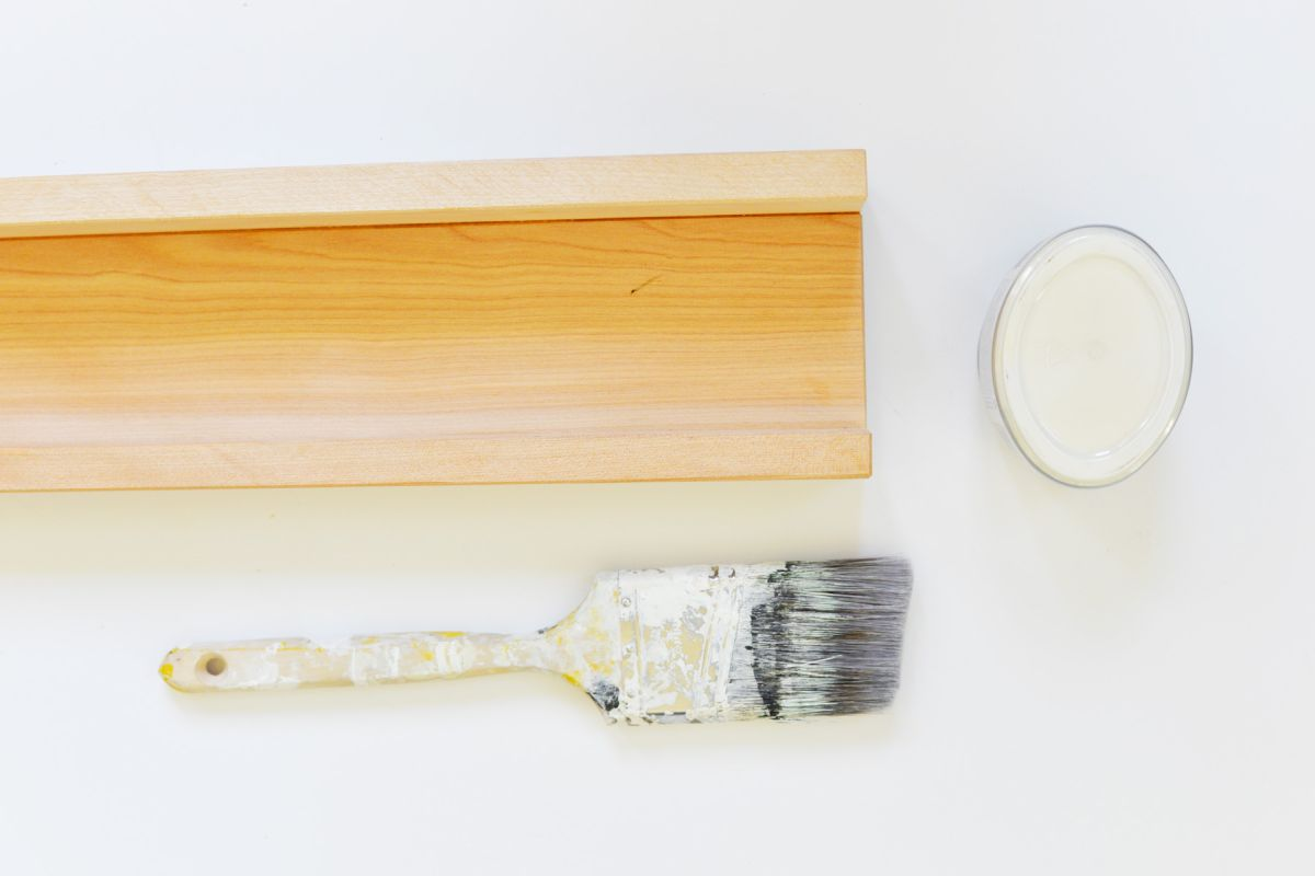 DIY Floating Bookshelves Paint