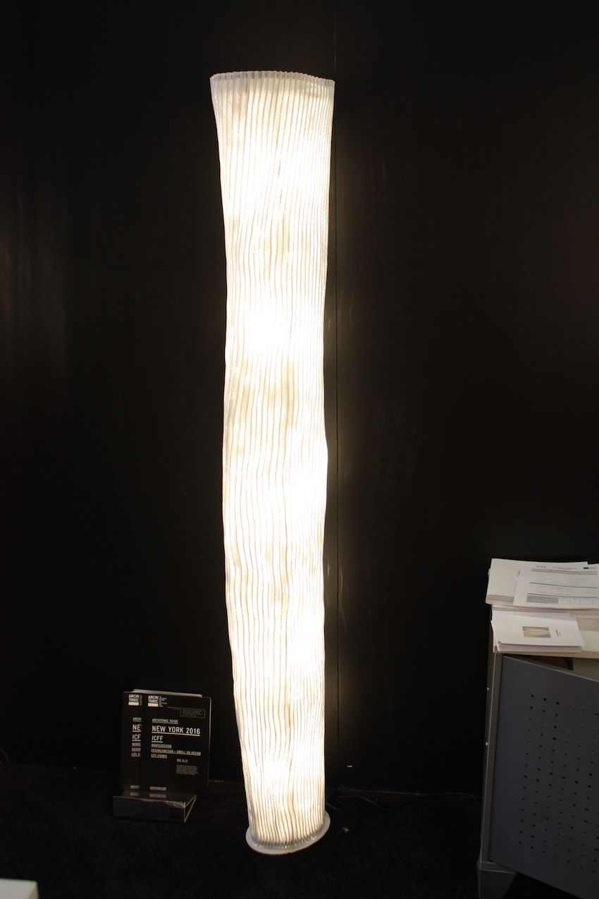 This floor lamp is the Gea, named after the primitive godess, mother earth. The tall lamp has a rather feminine form that is fluted SIMETECH®. The lamp emits a soft and even light. This floor model received the Good Design Award in 2007.