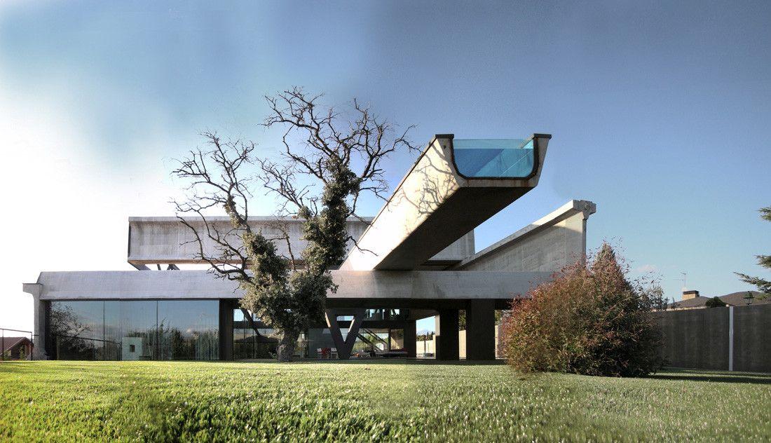 Hemeroscopium房子由Ensamble Studio有一个悬臂游泳池