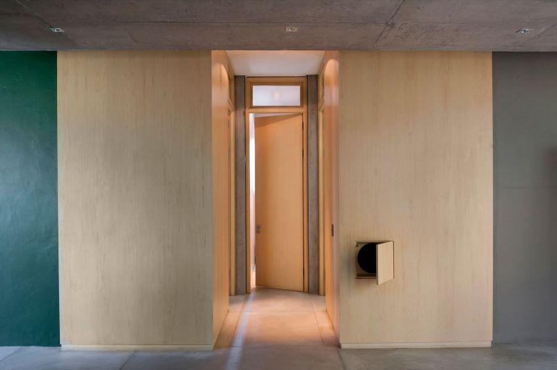 House Gauche hallway