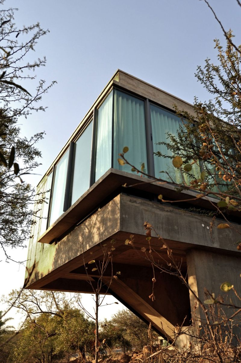 House Gauche side cantilever