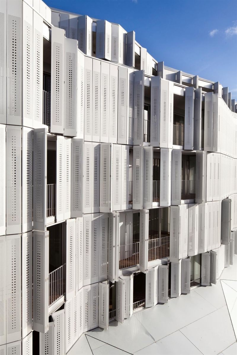 M9-C Building with a dynamic facade angle
