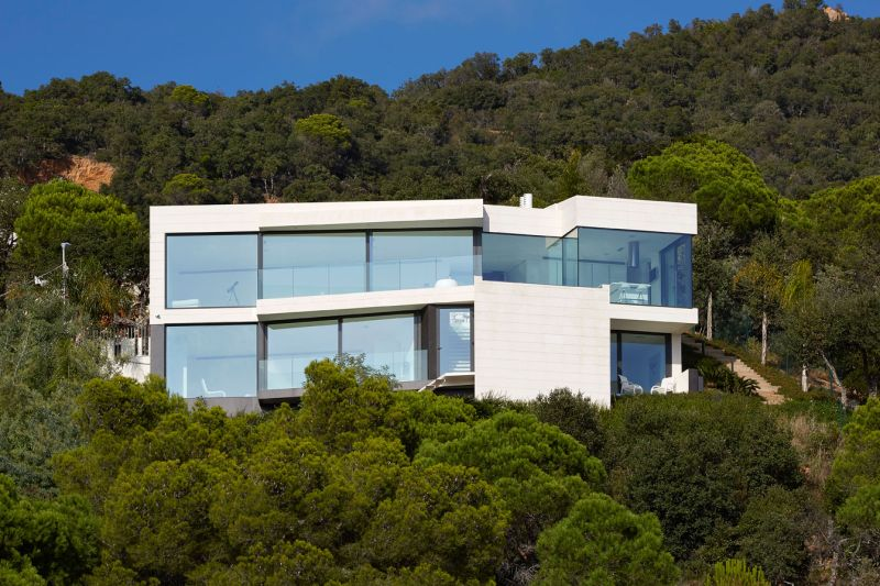 Modern residence in Catalunya black and white facade