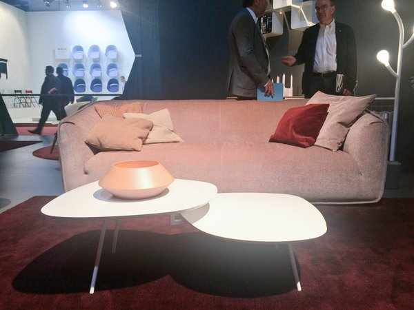Modern sweet side Calligaris sofa and tweet coffee tables
