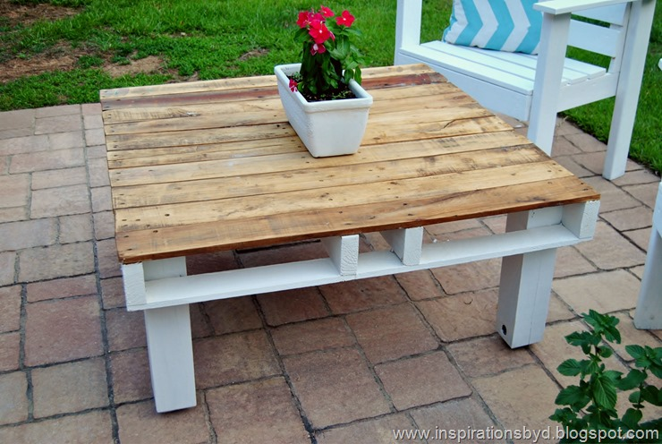 Outdoor pallet table