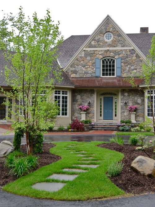 Perfect lawn to decorate the front house