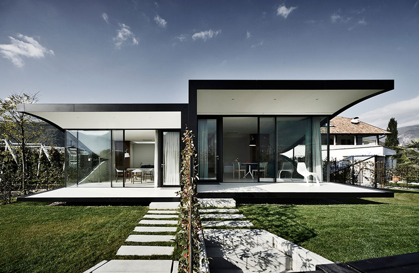 Peter Pichler mirror house backyard