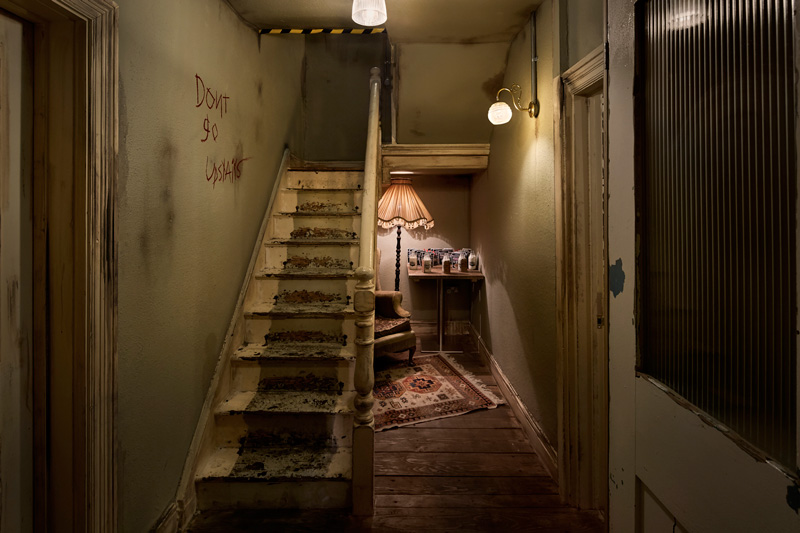 Red's True Barbecue staircase