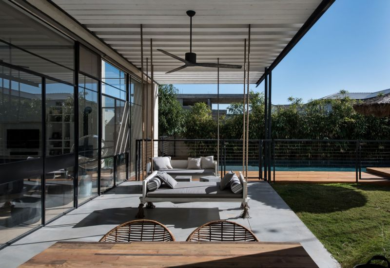 Savion Residence outdoor porch