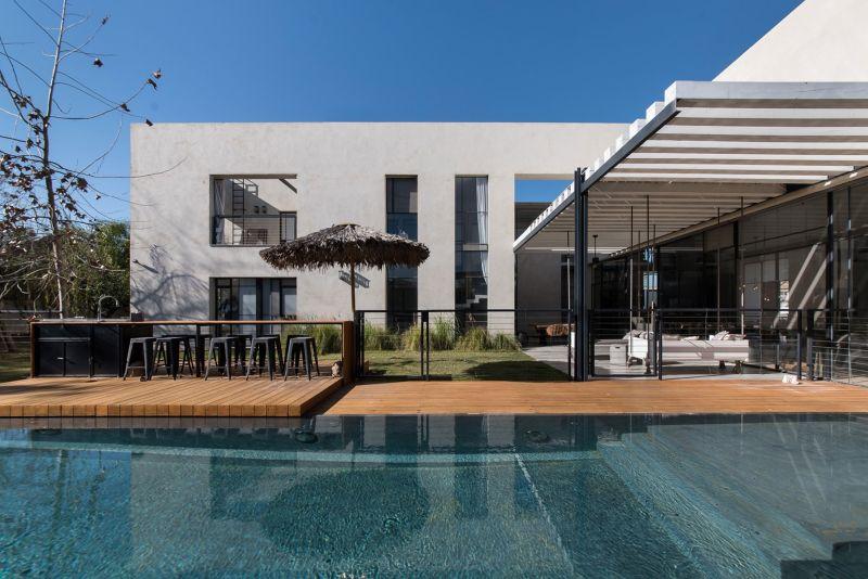 Savion Residence poolside deck
