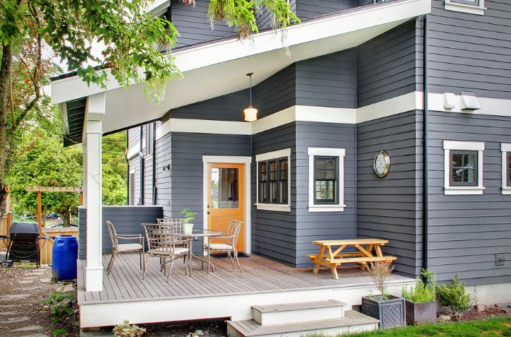 Small decks can also be charming, especially when they have a traditional design