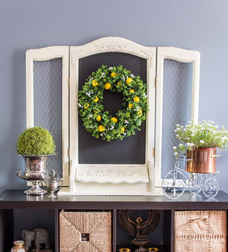 0ed153d15f21 15 DIY Wreaths to Decorate Your Front Door This Summer