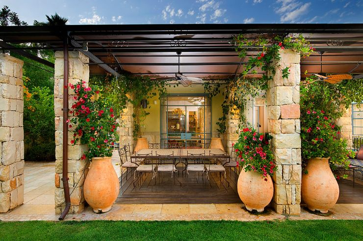 Terracotta planters are very versatile and match well with lots of different decors and settings