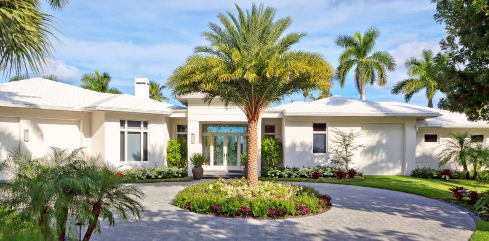 Home landscaping ideas to inspire your own curbside appeal for Modern houses in florida