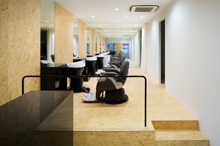 Udagawa barber shop in Tokyo Floor