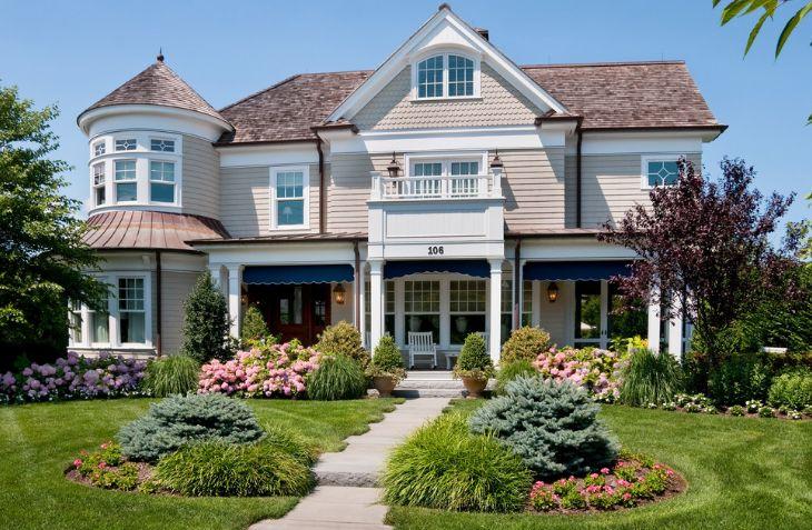 Victorian Looks Frontyard