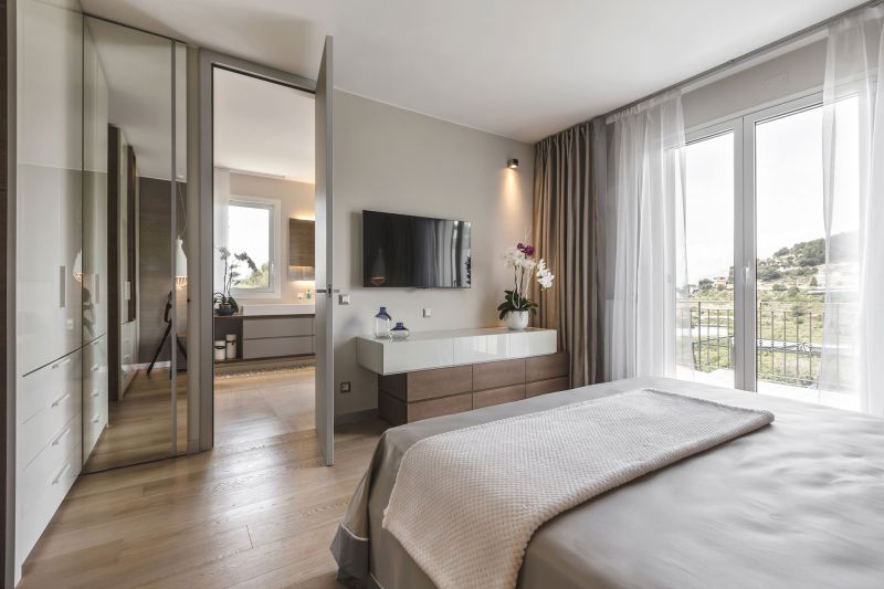 Villa in Bordighera master bedroom door to bathroom