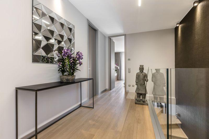Villa in Bordighera upstairs hallway