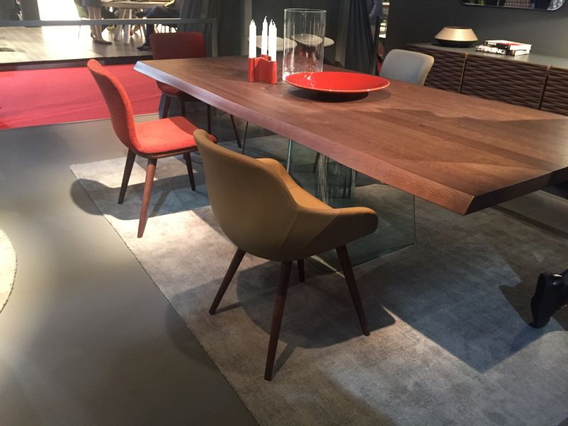 Volo stunning dining table