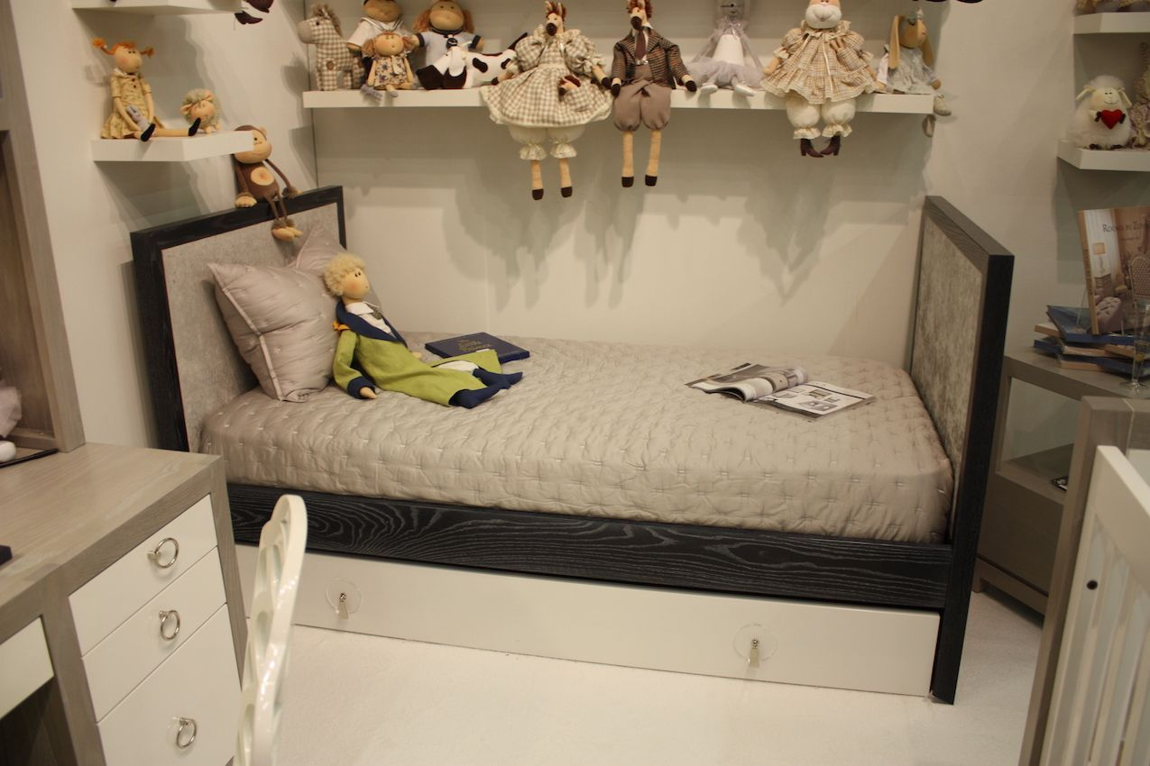 Zoya B Bed and dolls