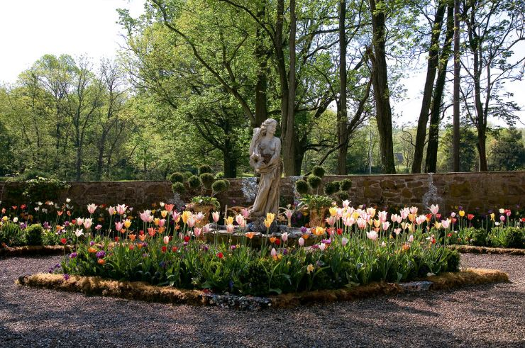 How To Find The Best Placement For Your Garden Statues