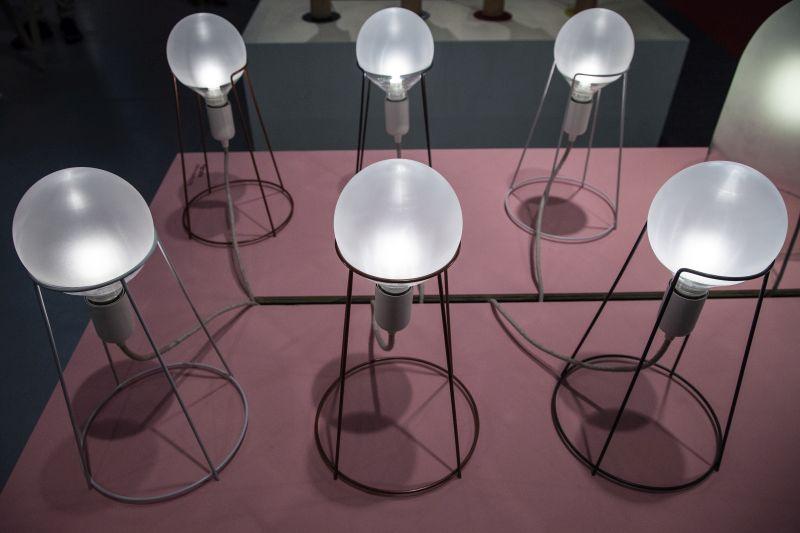 Aggraffe desk lamp