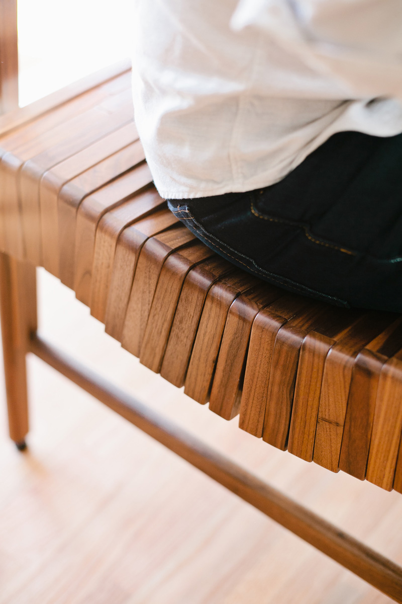 Block wood bench curves fit your body Closer