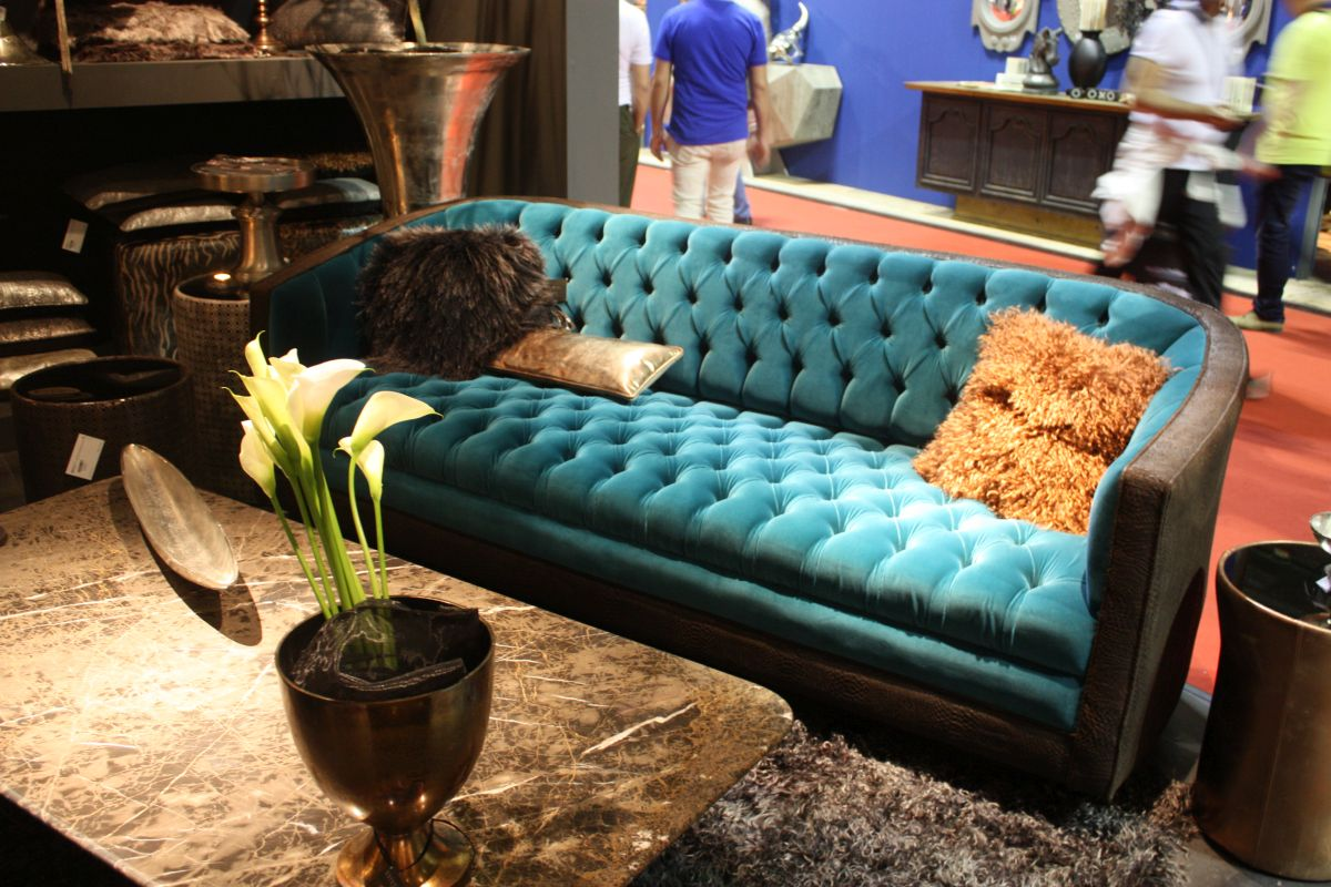 Merveilleux Blue Tufted Sofa With Leather On Arms
