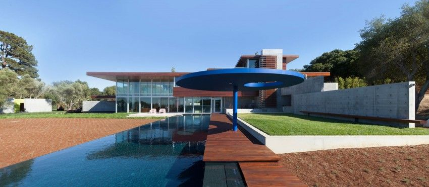 Brimming contemporary house with large long pool