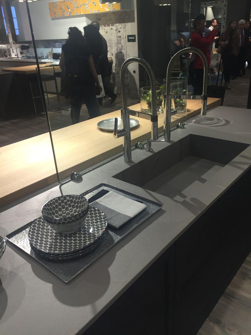 Built in countertop kitchen sink