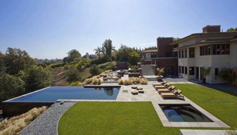 California house with pool