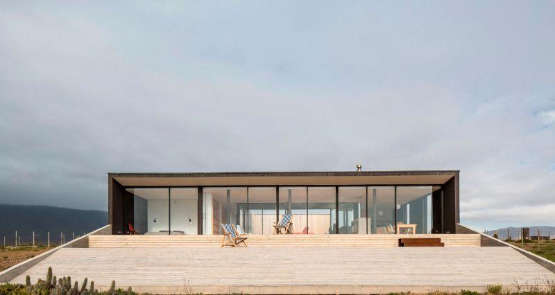 Casa C14 glazed facade and deck