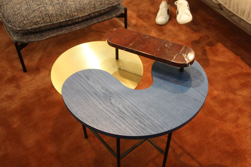 Contemporary coffee table that mix modern colors